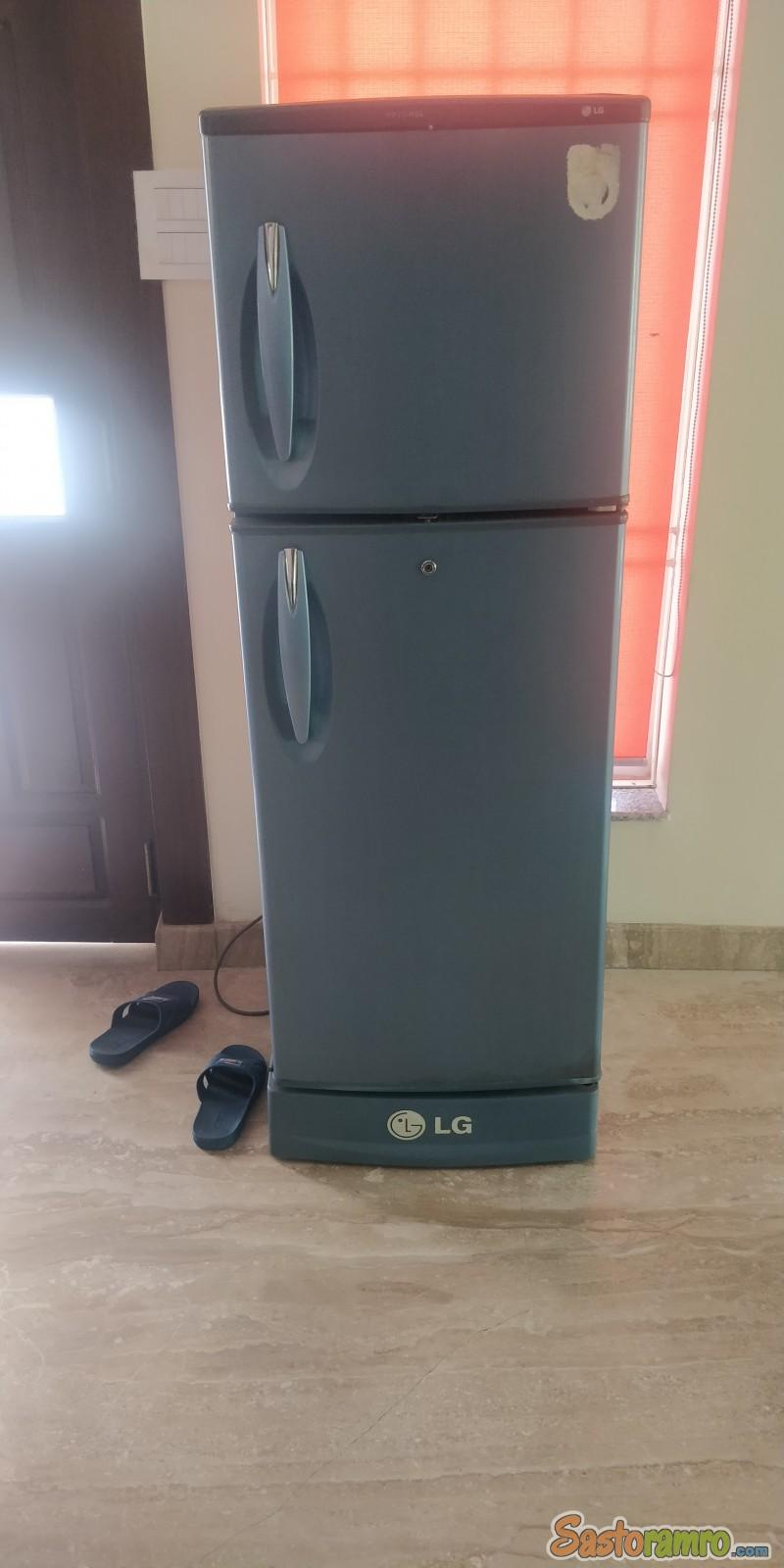 I wanna sell my refrigerator. It is in good condition and works smoothly